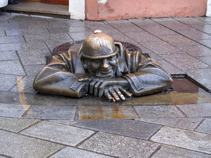 Братислава, памятник наблюдателю
