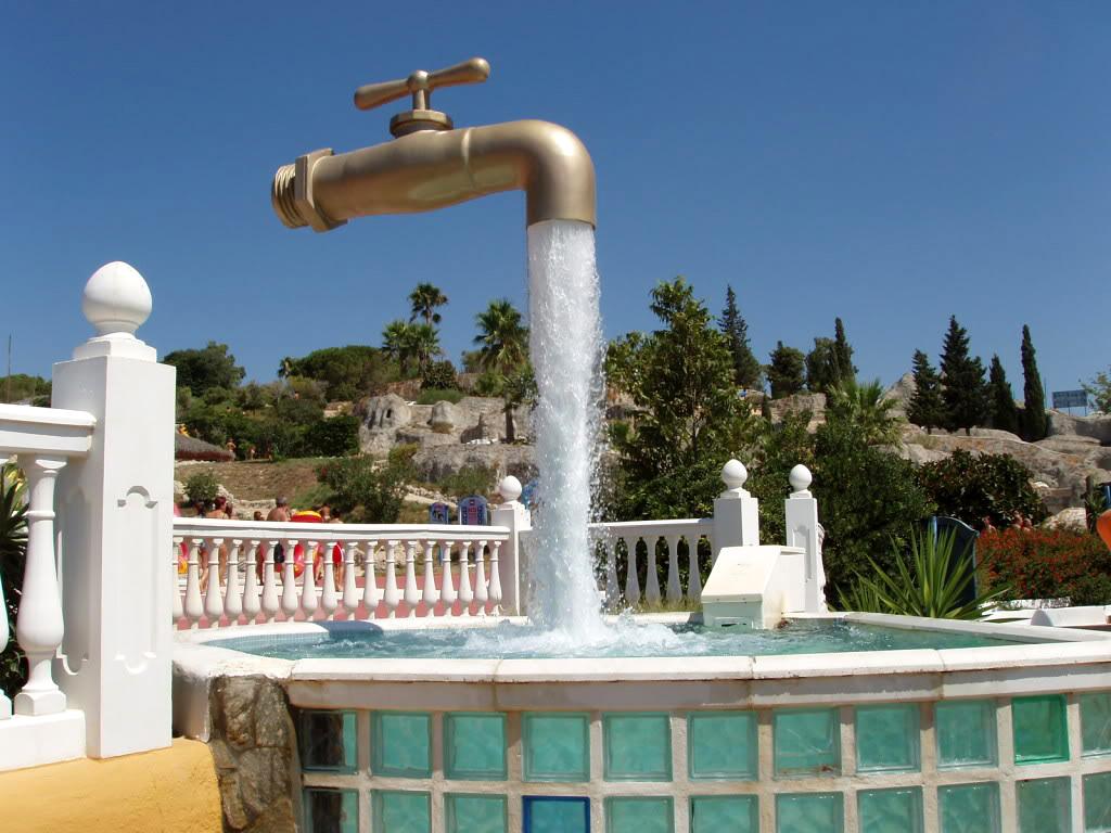 Памятник крану в Испании