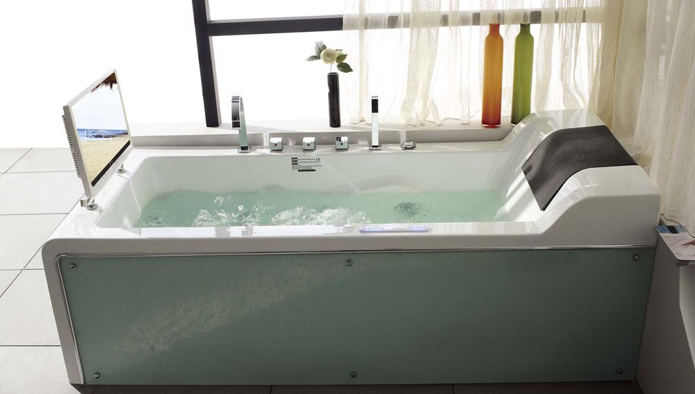 Гидромассажная ванна от компании Whirlpool с мультимедиа